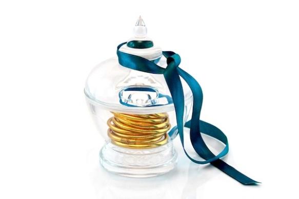 bon-bon-box-blue-ribbon