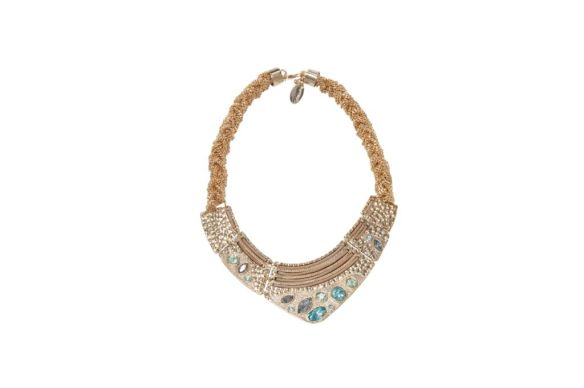 Gabriela Pires - Colar com banho de ouro, couro e cristais Swarovski - R$ 748
